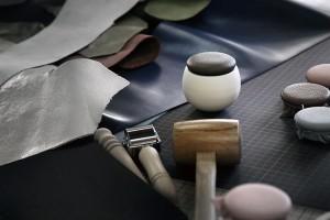 【分骨用陶器製のミニ骨壷】手元供養のやさしい骨壷「ゆりかご」限定レザーコレクション