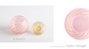 手元供養のアートガラス製ミニ骨壷 七音「花音:KANON」ピンク・さくら色 SSサイズ。オープンイメージ。。