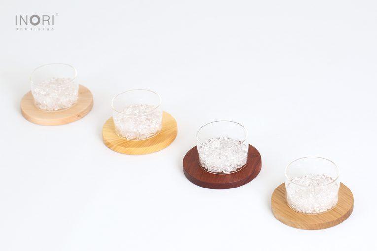 シンプルなガラスのお香立て_銘木の丸台座