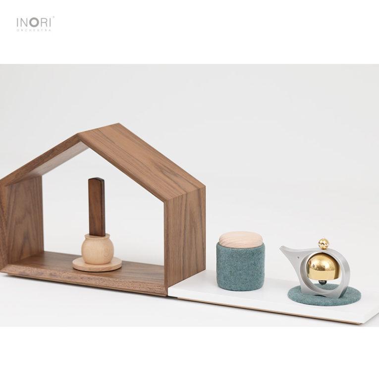 小さくてかわいい仏壇と小さくてかわいい骨壷