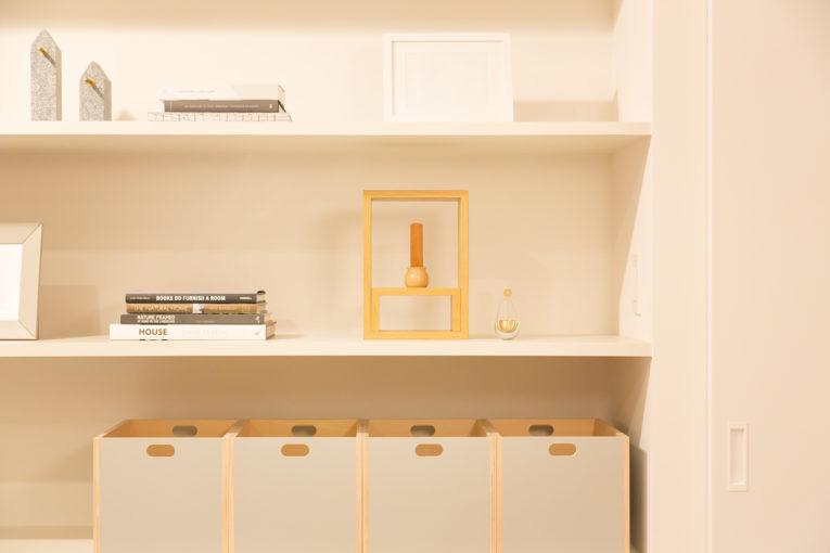シンプルなミニ仏壇だから、無印の家具にも馴染みます。