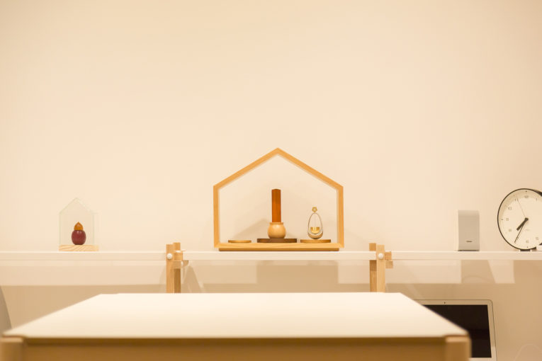 小さくてかわいい仏壇「いのりのおうち」はグッドデザイン受賞のミニ仏壇です。